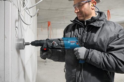 Những lưu ý cần biết khi sử dụng máy khoan cầm tay Bosch