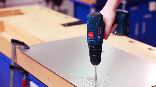 Thiết kế nhỏ gọn và tiện lợi của máy khoan vặn vít dùng pin GSB 180 LI