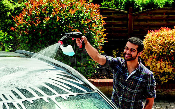 Những lí do nên mua máy phun xịt rửa Bosch EasyAquatak 100?